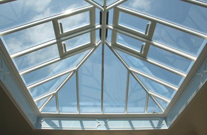 Mái kính sân thượng giếng trời có kích thước lớn
