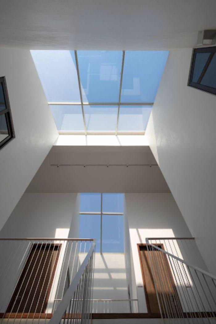 Mẫu mái kính sân thượng giếng trời giúp không gian trở nên sang trọng