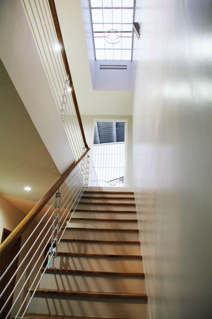 Mái kính sân thượng giếng trời lắp ở ngay trên cầu thang