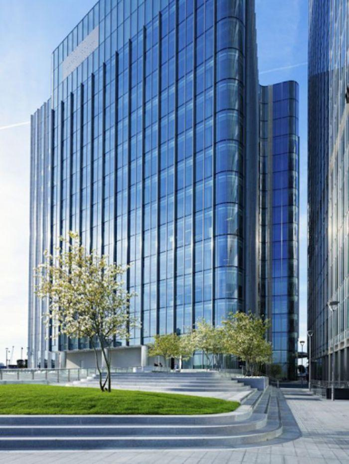 Mặt dựng nhôm xingfa hệ 65 lộ đố cho tòa nhà lớn