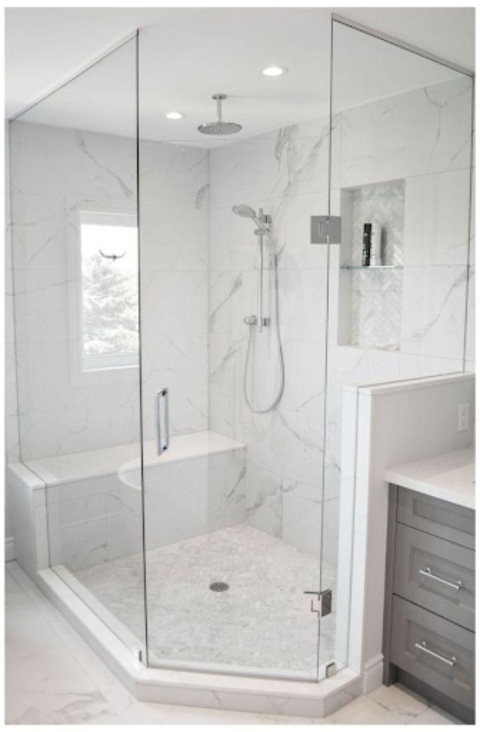 Phòng tắm kính 135 độ có diện tích lớn