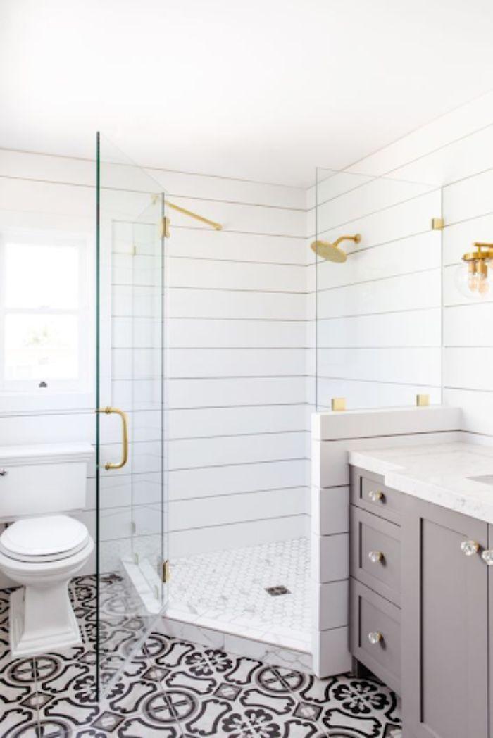Phòng tắm kính 135 độ được thiết kế trang trọng