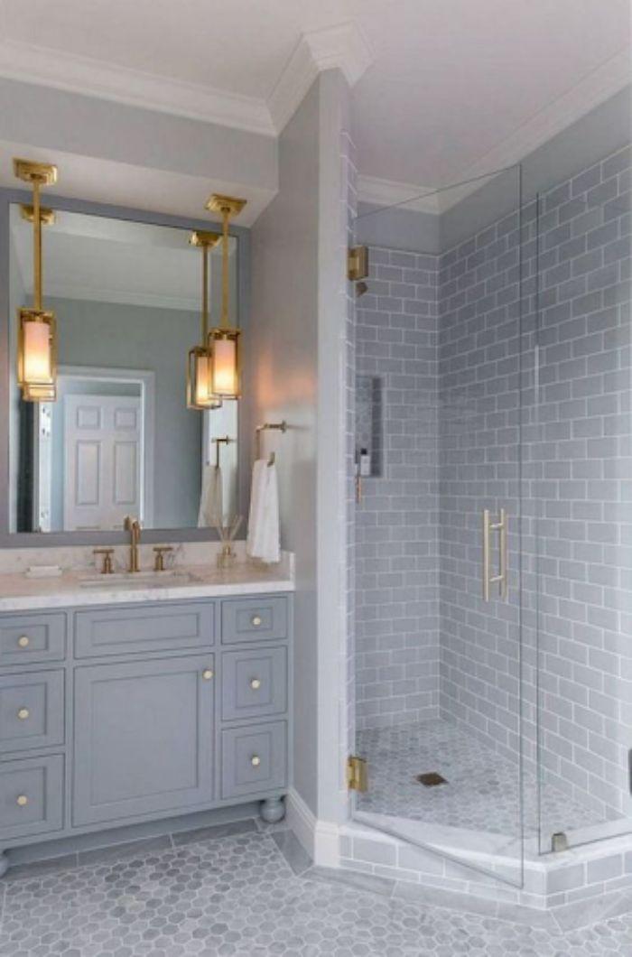 Phòng tắm kính 135 độ có thiết kế đơn giản
