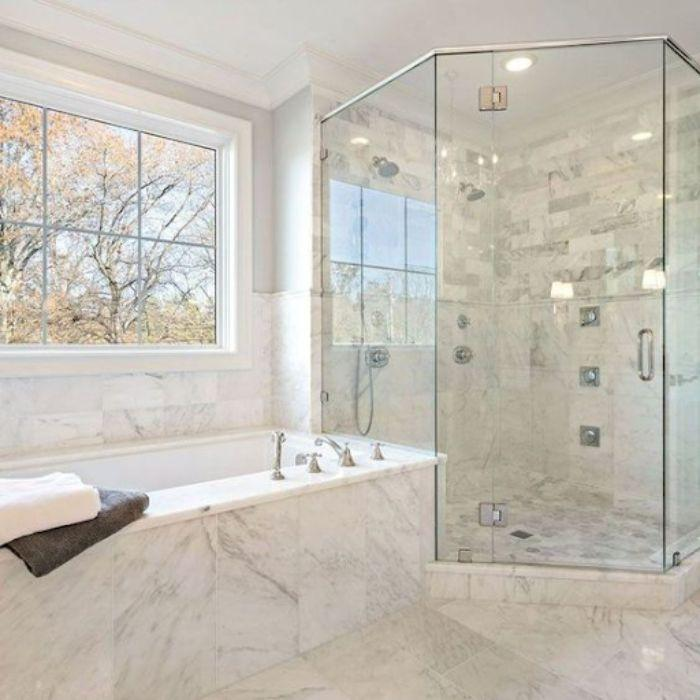 Phòng tắm kính 135 độ có thiết kế trang trọng tinh tế