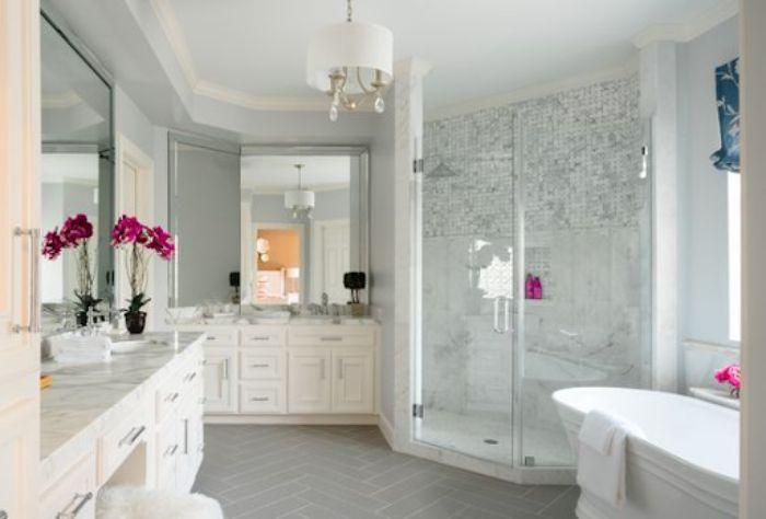Phòng tắm kính 135 độ có thiết kế đơn giản nhưng tinh tế
