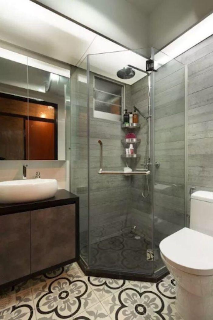 Phòng tắm kính đứng 135 độ