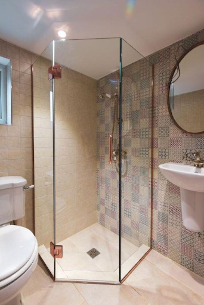 Phòng tắm kính 135 độ có diện tích nhỏ