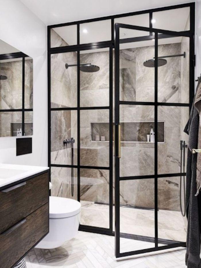 Phòng tắm kính đứng có khung nhôm màu đen