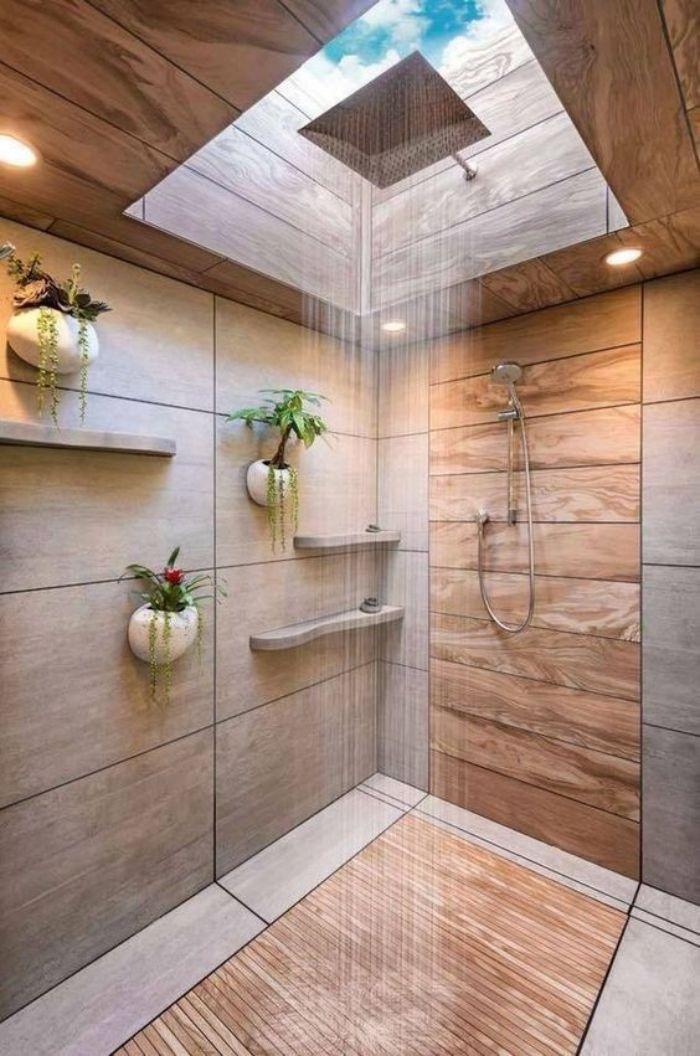 Phòng tắm kính như khách sạn có giếng trời bên trên