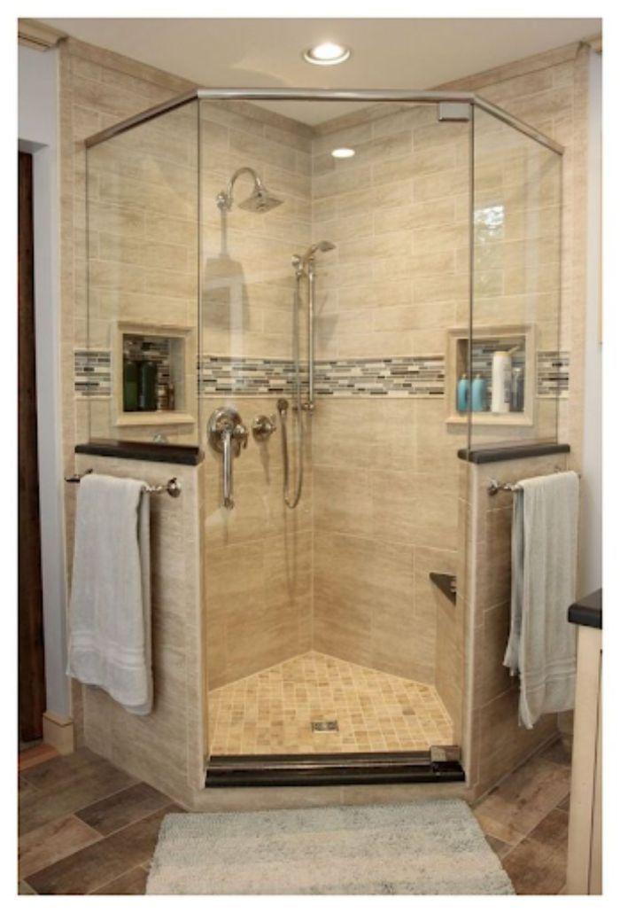 Phòng tắm kính cửa vát có diện tích nhỏ