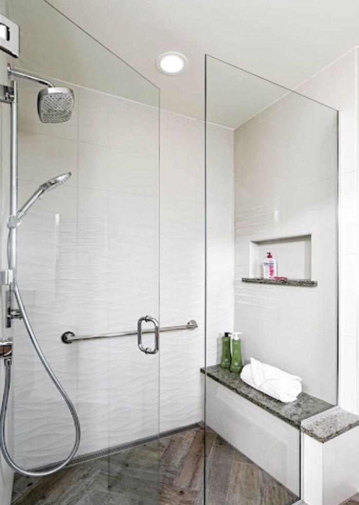 Phòng tắm kính đứng có cửa mở quay hiện đại