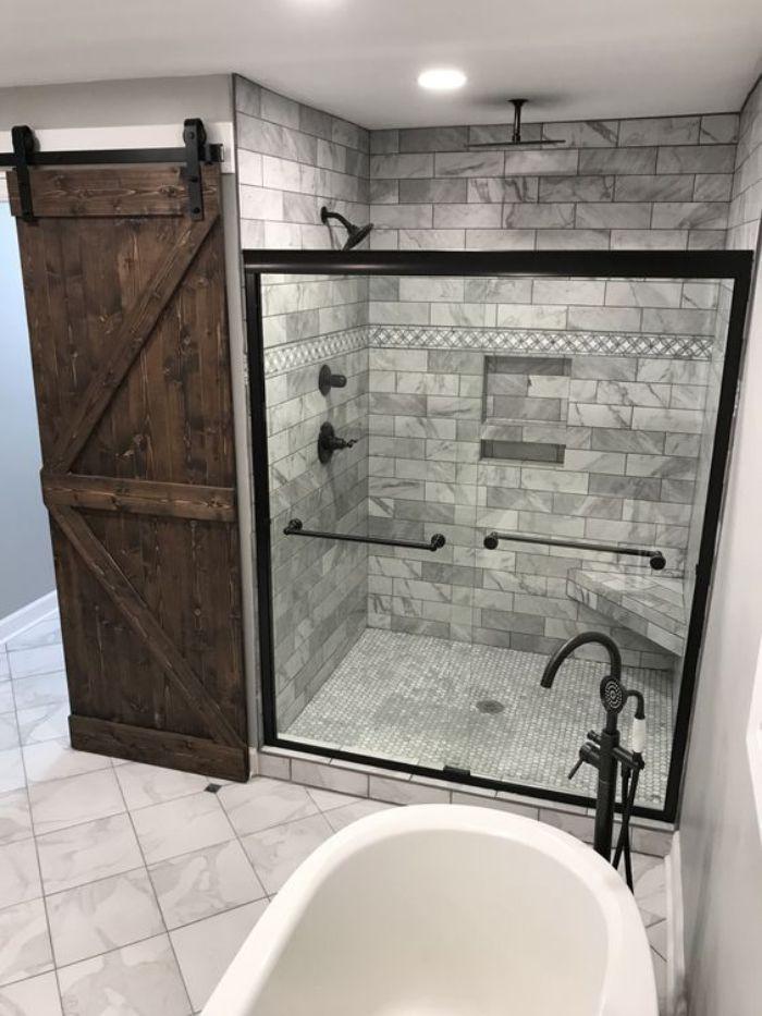 Phòng tắm kính đứng có cửa trượt lùa viền đen