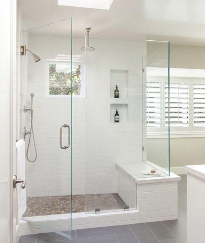 Phòng tắm kính đứng có thể sẽ khiến nhiều người cảm thấy hơi ngột ngạt