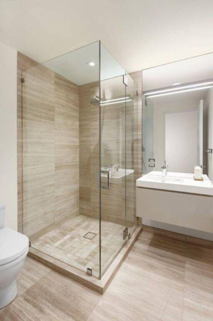 Phòng tắm kính đứng thẳng với họa tiết vân gỗ