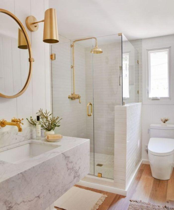 Phòng tắm kính fendi màu trắng