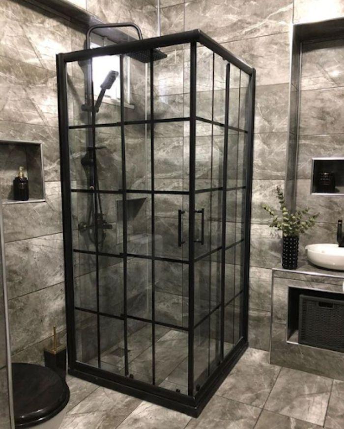 Phòng tắm kính fendi có thiết kế ấn tượng