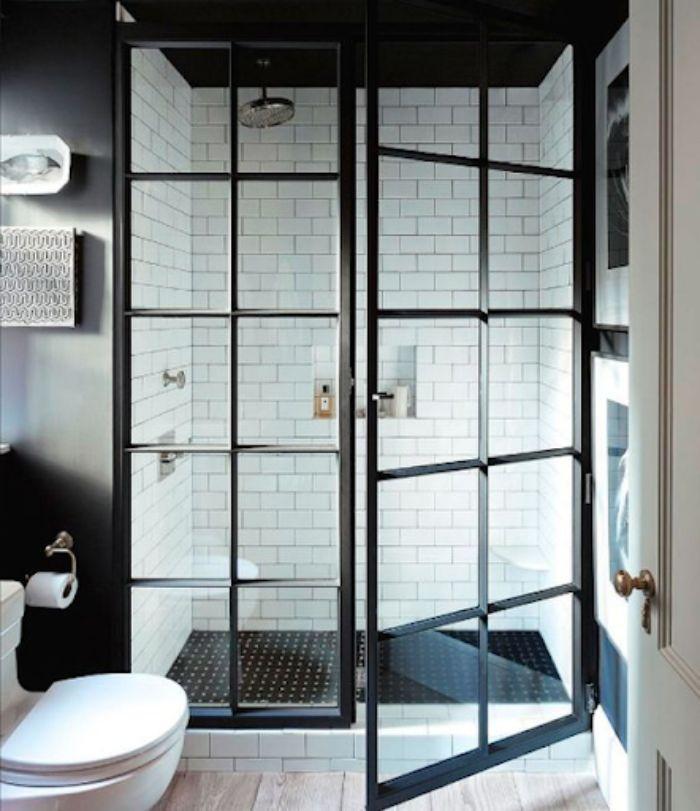 Phòng tắm kính fendi mang phong cách trang nhã tinh tế với màu đen trắng