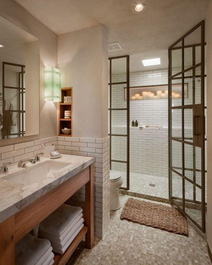 Phòng tắm kính fendi với cửa gấp