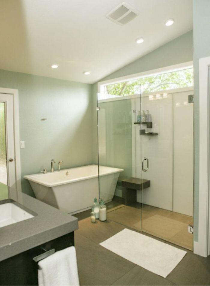 Phòng tắm kính lùa đứng có thiết kế đơn giản