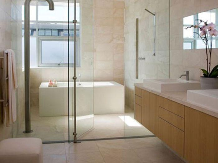 Phòng tắm kính lùa diện tích lớn cho phòng ngủ