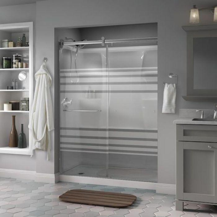 Phòng tắm kính lùa dấn decal mờ