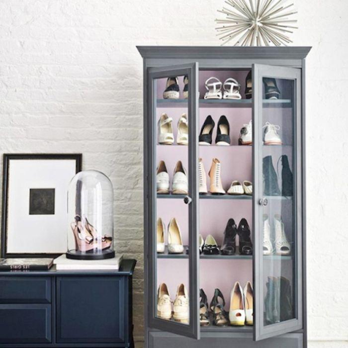 Mẫu tủ giày dép nhôm kính cường lực với màu xám thanh lịch