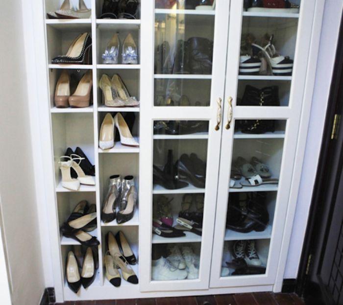 Mẫu tủ giày dép nhôm kính cường lực màu trắng có nhiều ngăn