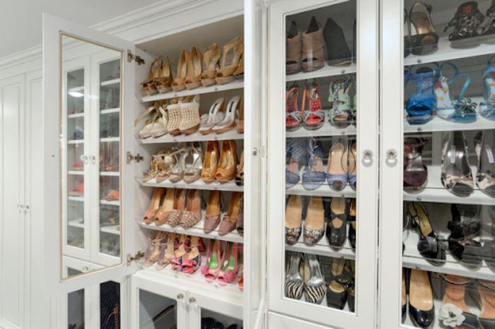 Mẫu tủ giày dép nhôm màu trắng có kích thước lớn để chứa được số lượng giày nhiều