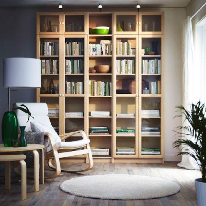 Một chiếc kệ sách có nhiều ngăn tầng sẽ thích hợp với việc đặt ở văn phòng