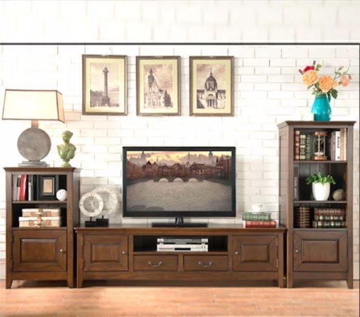 Tủ tivi nhôm kính vân gỗ mang hơi hướng cổ điển