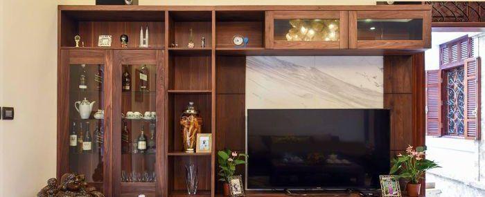 Mẫu tủ tivi nhôm kính kết hợp tủ rượu có màu giả vân gỗ