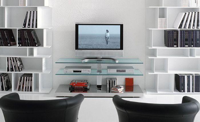 Tủ tivi nhôm kính màu trắng kết hợp cùng giá sách mang lại cảm giác sang trọng