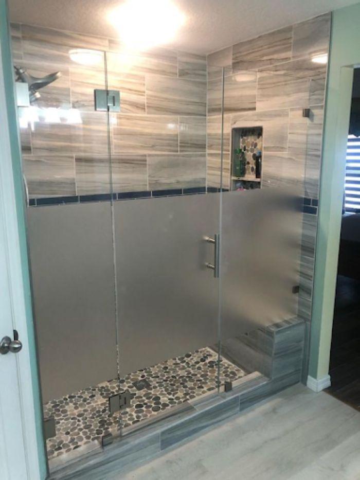 Vách kính mờ phòng tắm có thiết kế tinh tế và sang trọng