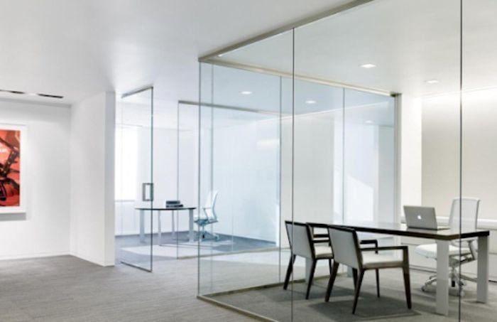 Vách ngăn nhôm kính có thiết kế đơn giản cho văn phòng