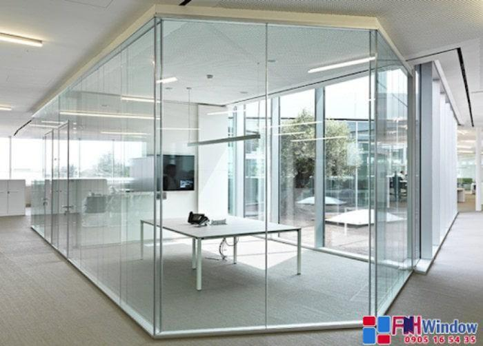 Vách ngăn nhôm kính thường hay được sử dụng tại các văn phòng