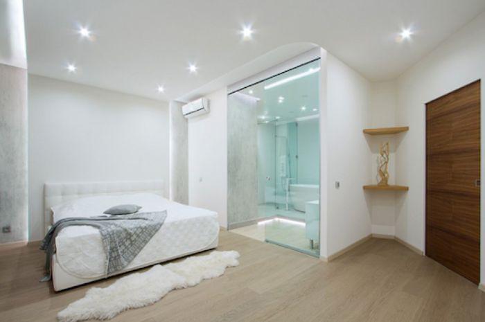 Mẫu phòng tắm kính trong phòng ngủ cửa mở quay thiết kế đơn giản