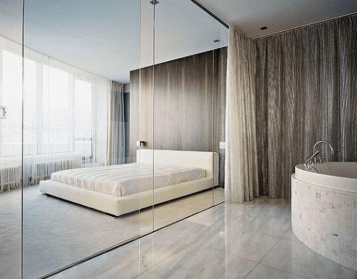 Nhiều người sẽ không quen với việc tắm trong phòng kính trong suốt