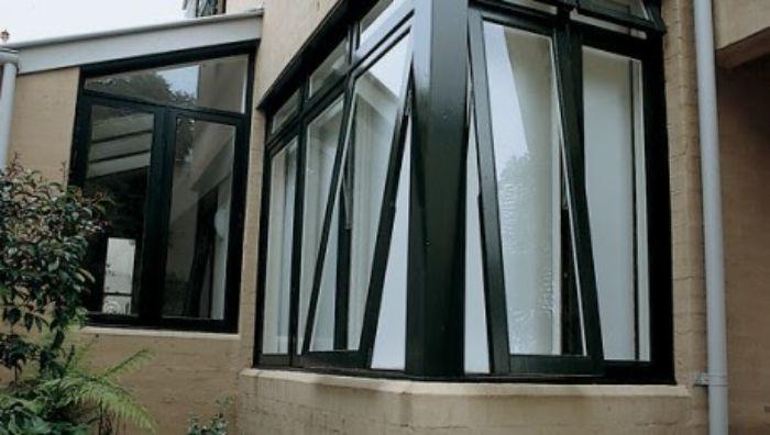 Mẫu cửa sổ mở hất nhôm Xingfa màu xám ghi