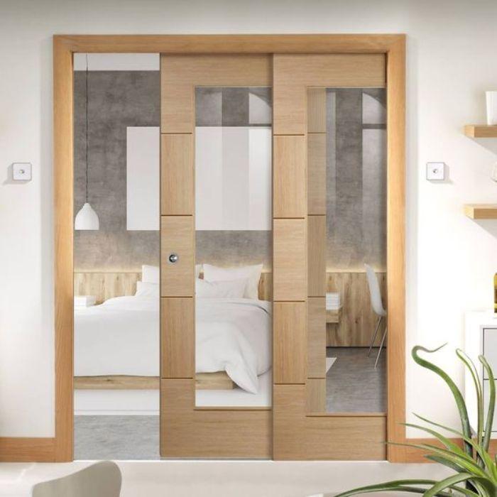 Cửa phòng ngủ nhôm kính được sơn giả gỗ