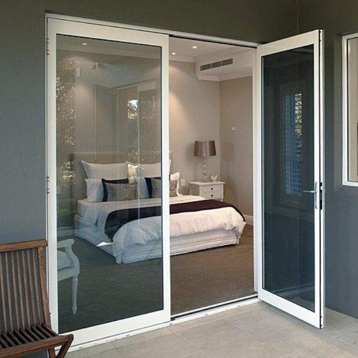 Cửa nhôm kính phòng ngủ với màu trắng trang nhã