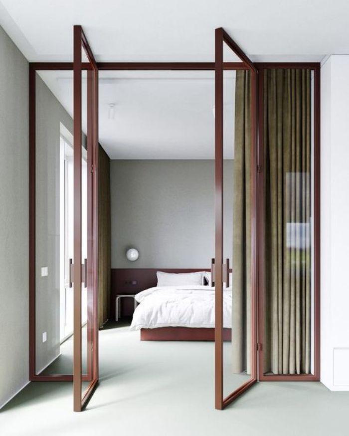 Cửa phòng ngủ được sơn tĩnh điện vô cùng độc đáo