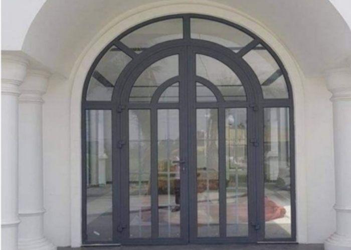 Cửa nhôm Xingfa 4 cánh thiết kế vòm cho phòng khách diện tích lớn