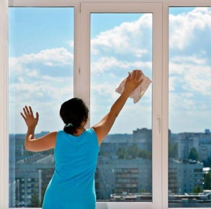 Cách tẩy vết xi măng trên cửa nhôm kính phải tránh hư hại, trầy xước kính