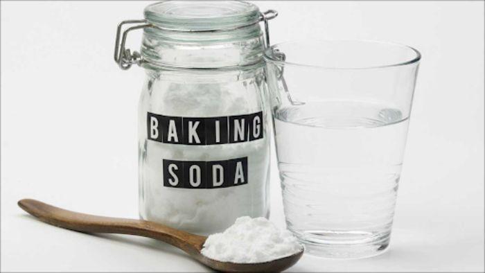 Một lượng Baking Soda nhỏ có thể giúp bạn đánh bay những vết ố vàng cứng đầu