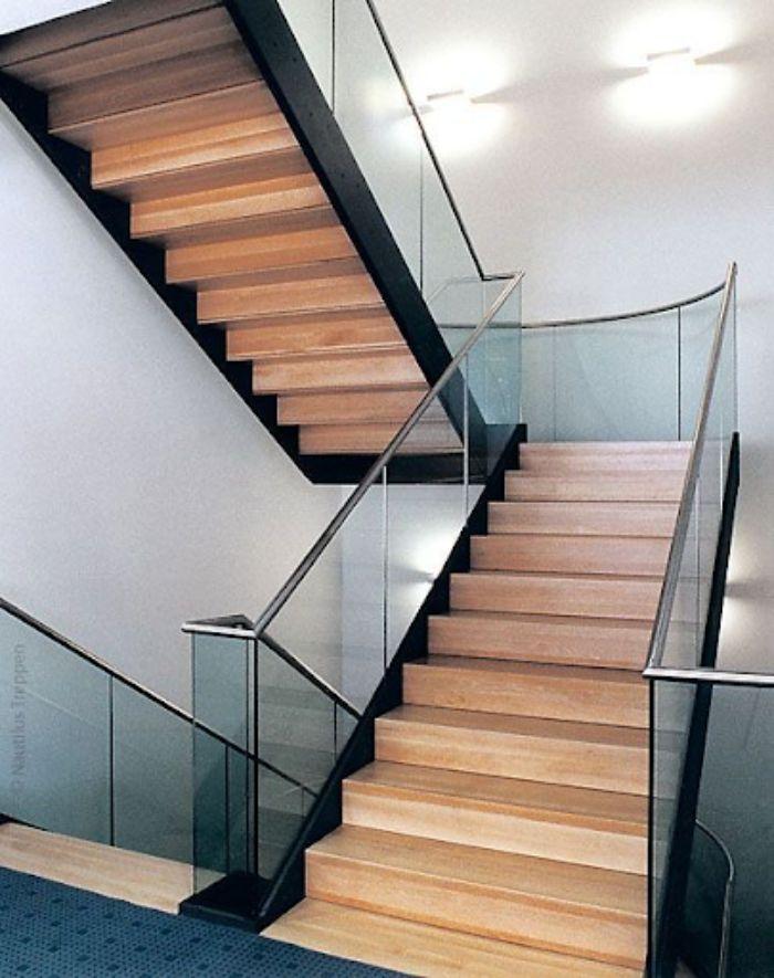 Lan can cầu thang kính cần được thiết kế theo tiêu chuẩn