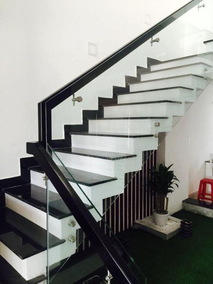 Chiều cao của tay vịn phải phù hợp với độ dốc của cầu thang