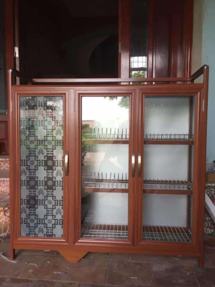 Mẫu tủ bếp nhôm kính giả gỗ