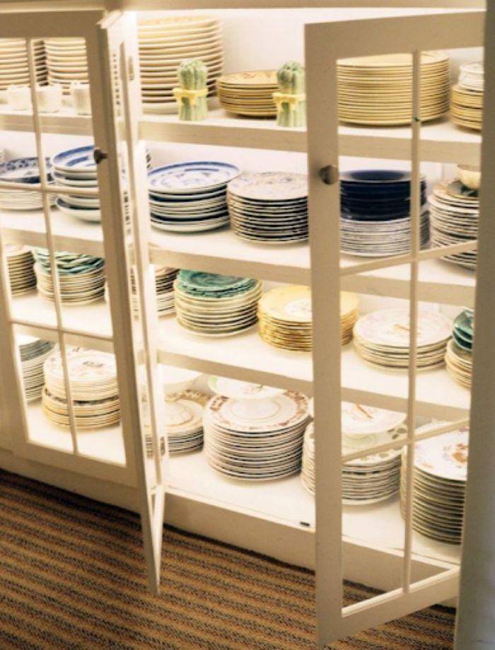 Nên lựa chọn các chất liệu cao cấp và có độ bền cao cho tủ chén
