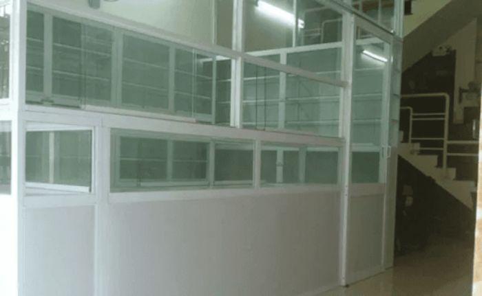 Mẫu tủ thuốc nhôm kính với nhiều ngăn