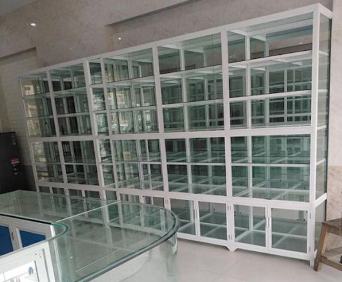 Mẫu tủ nhôm kính màu trắng sứ